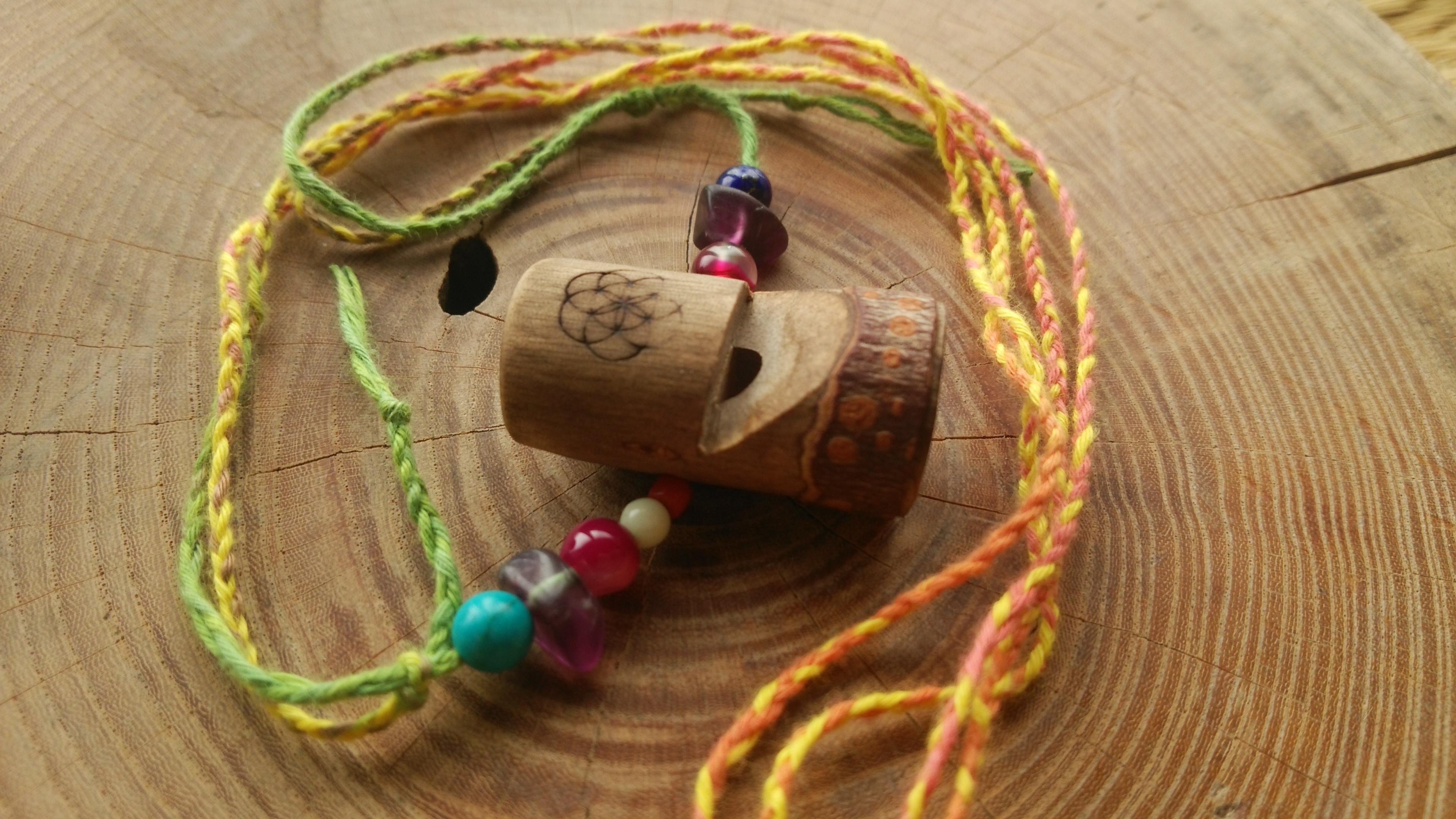 小枝の鳥笛